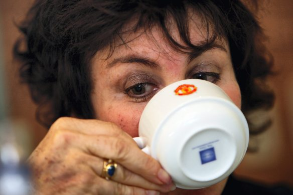 manchester evening news  07/10/09 shift  features  ruby wax at a mental health seminar at manchester united  pic by Simon Pendrigh