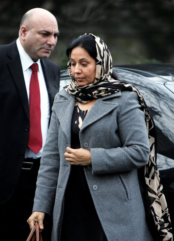 manchester evening news  11/01/08 inquest on shafilea ahmed kendal day4 faraza  ahmed arrrives at the inquest to hear the verdict pic by Simon Pendrigh