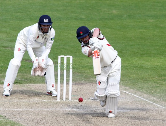 LANCASHIRE COUNTY CRICKET CLUB Emirates Old Trafford LV= County Championship LANCS V GLOUCESTERSHIRE 12/05/15 Day3 Simon Kerrigan batting