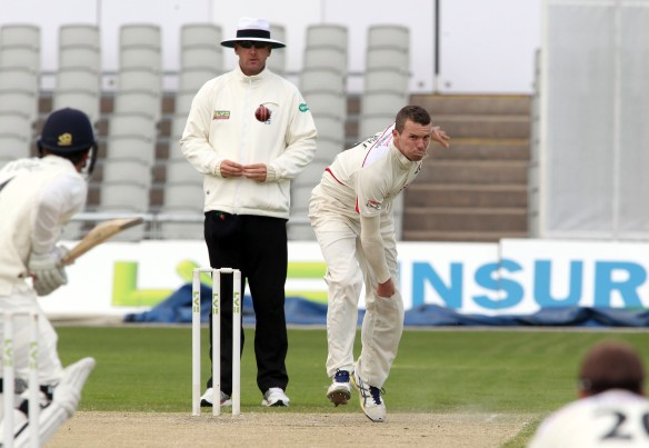 LANCASHIRE COUNTY CRICKET CLUB Emirates Old Trafford LV= County Championship LANCS V GLOUCESTERSHIRE 12/05/15 Day3 peter Siddle bowling