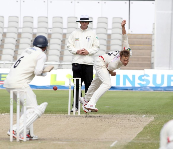 LANCASHIRE COUNTY CRICKET CLUB Emirates Old Trafford LV= County Championship LANCS V GLOUCESTERSHIRE 13/05/15 Day4  Kyle Jarvis bowling