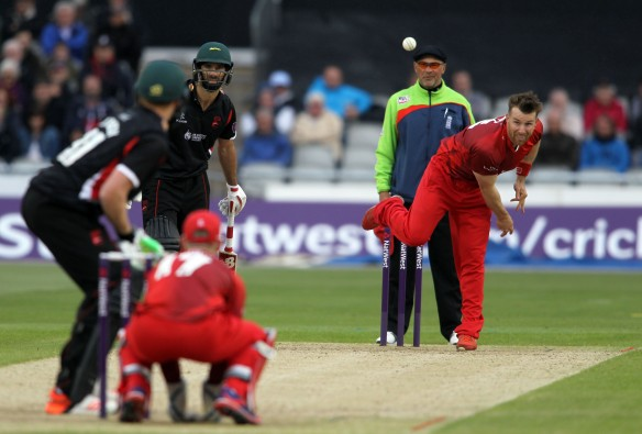 LANCASHIRE COUNTY CRICKET CLUB Emirates Old Trafford NatWest t20 Blast, North Group:  Lancashire Lightning v Leicestershire Foxes 15/05/15 Steven roft bowls to kj o'brien