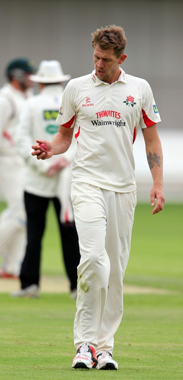 LANCASHIRE COUNTY CRICKET CLUB Emirates Old Trafford Lancashire v Leicestershire LV= County Championship Division Two, 14/06/15 Tom Bailey bowling