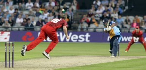 LANCASHIRE COUNTY CRICKET CLUB Emirates Old Trafford Lancashire Lightning v Derbyshire  Nat West t20 Blast 12/06/15 Jasmes Faulkner bowling
