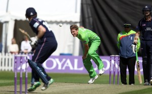 LANCASHIRE COUNTY CRICKET CLUB Blackpool Cricket Club Royal London One-Day Cup Lancashire v Middlesex 29/07/15 James Faulkner bowls to Morgan